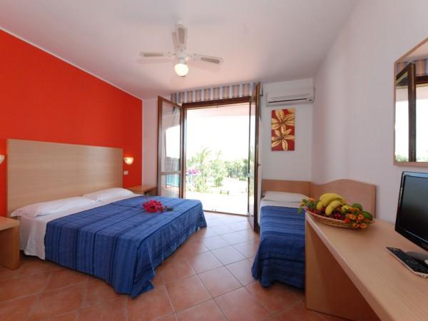 Offerte viaggio scontate santa sabina club hotel for Camere matrimoniali scontate